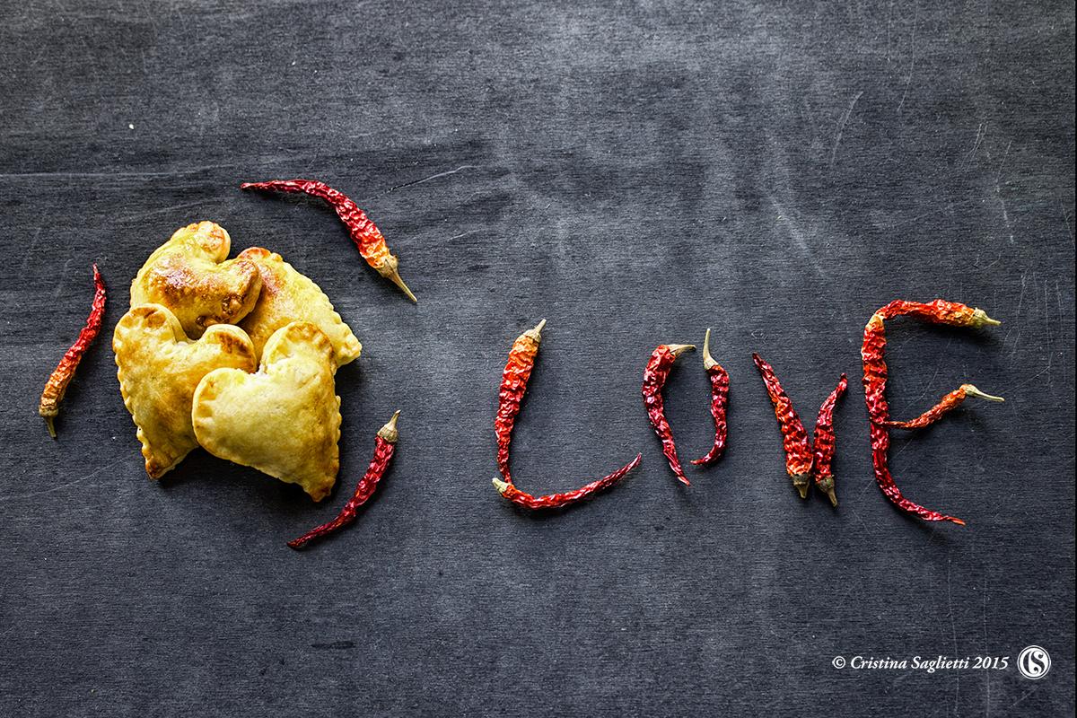 san-valentino-cibi-afrodisiace-cuori-brisè-salata-ricotta-olive-2-contemporaneo-food