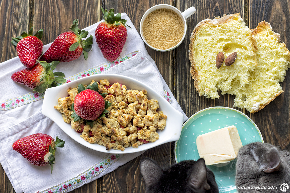 Come riciclare la colomba avanzata: Crumble di fragole - la ricetta per Bigodino.it -