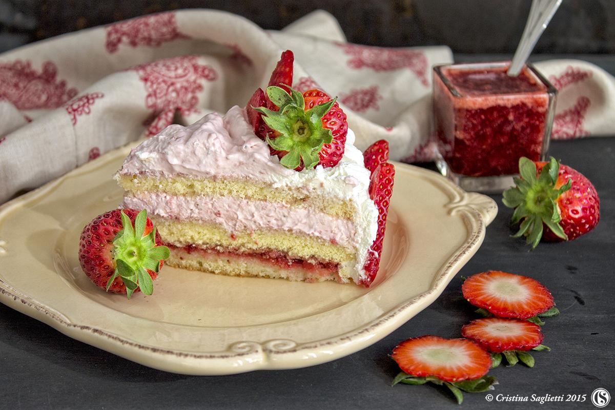 pan-di-spagna-torta-fragole-e-panna-torte-estive-torte-con-la-frutta-contemporaneo-food