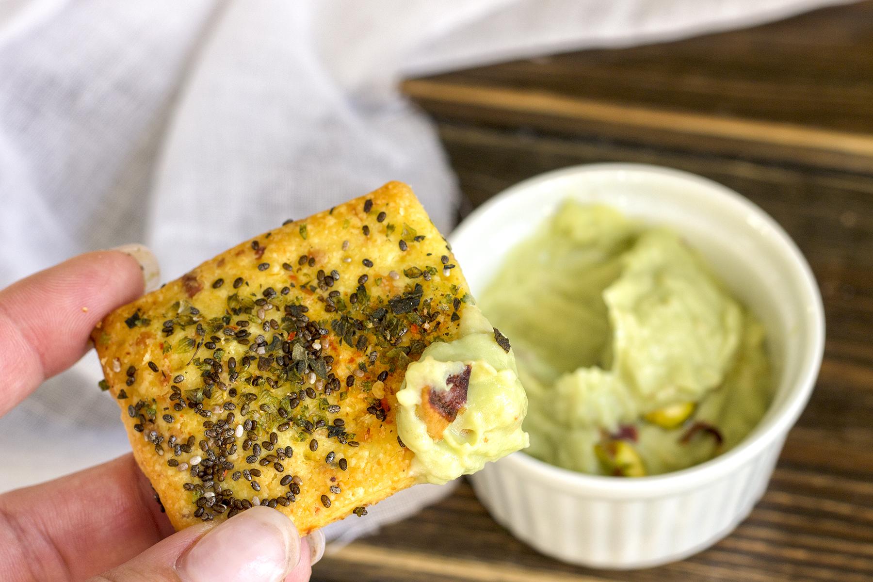 biscotti-salati-frolla-salata-friandises-prodotti-da-forno-finger-food-contemporaneo-food