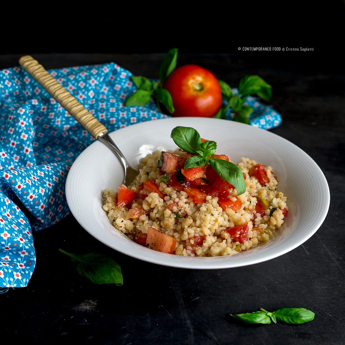 fregola-con pomodoro-basilico-ricetta-primi-estate-facile-light-dieta-contemporaneo-food