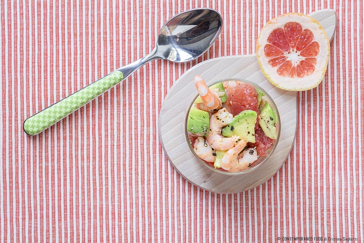 insalata-gamberetti-avocado-pompelmo-rosa-facile-ricetta-estiva-contemporaneo-food