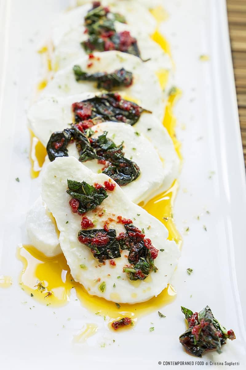 mozzarella-marinata-ricetta-facile-ricetta-estiva-formaggio-contemporaneo-food