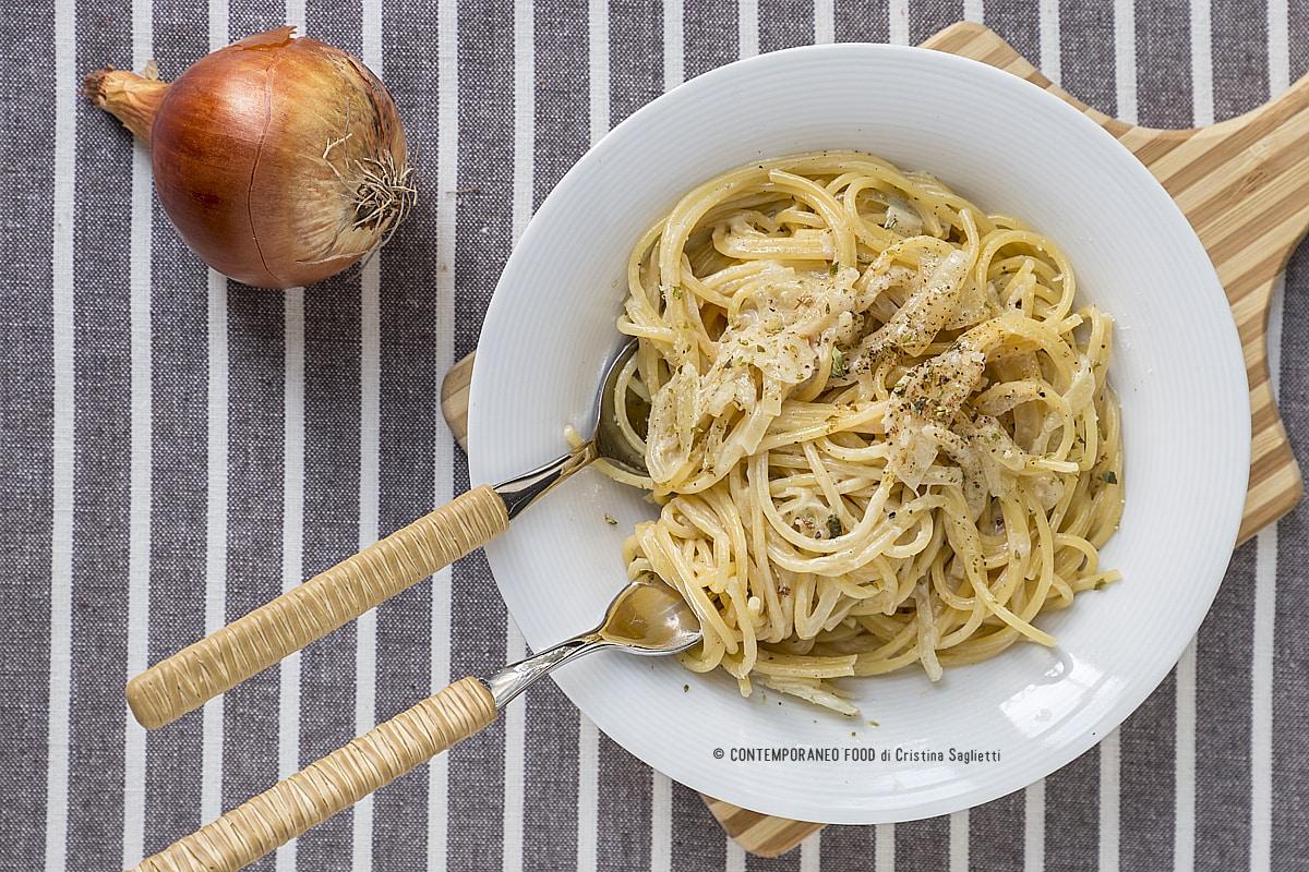 spaghetti-cipolla-origano-last-minute-ricetta-facile-primi-piatti-contemporaneo-food