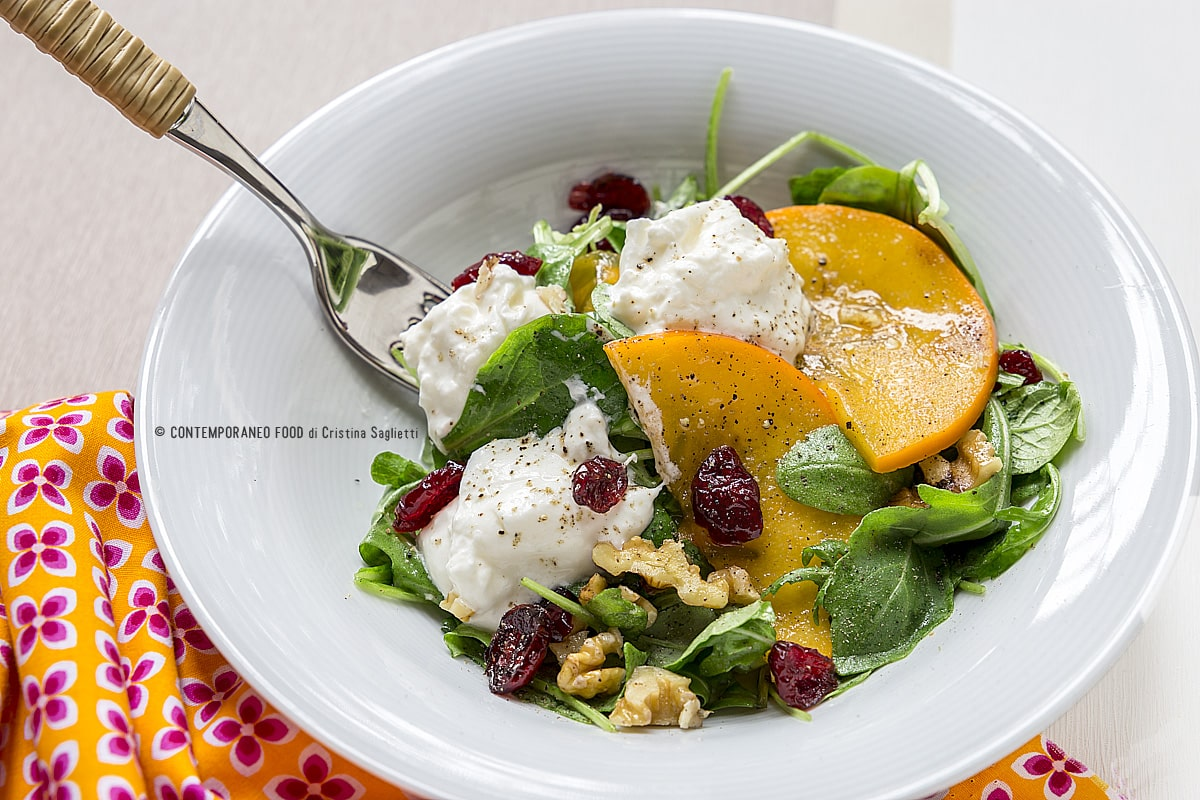 caco-mela-in-insalata-con-rucola-burrata-e-mirtilli-rossi-1-ricetta-vegetariana-facile-veloce-contemporaneo-food