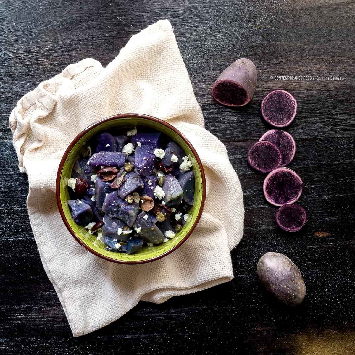 insalata-di-patate-viola-con-capperi-olive-taggiasche-feta-superfood-ricetta-veloce-facile-last-minute-contemporaneo-food