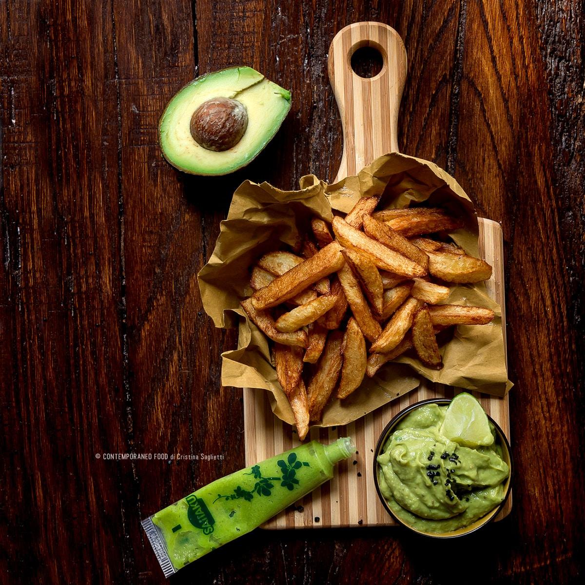 patatine-fritte-con-dip-di-avocado-e-wasabi-ricetta-facile-vegetariana-ricetta-contemporaneofood