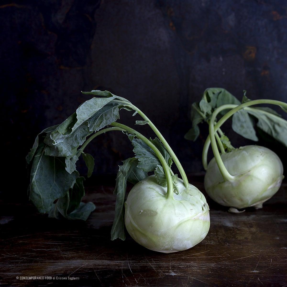 cavolo-rapa-mela-verde-in-carpaccio-con-noci-sciroppo-melograno-ricetta-light-dieta-ricette-vegetariane-contemporaneo-food