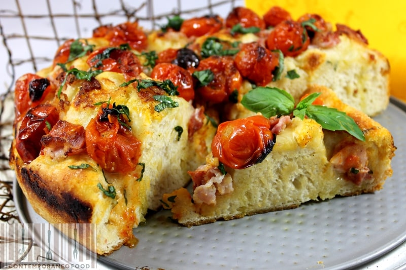 focaccia-morbida-pomodorini-basilico-pancetta-contemporaneo-food