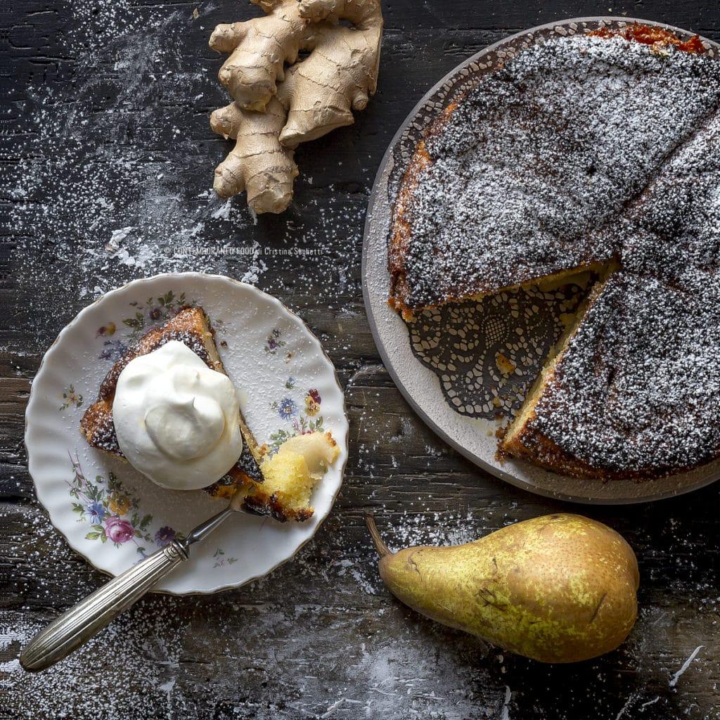 torta-pere-zenzero-con-panna-lucida-e-sciroppo-d'acero-ricetta-dolce-facile-merenda-contemporaneo-food