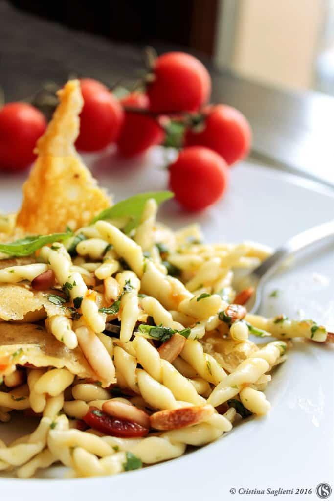 trofie-basilico-parmigiano-croccant-pinoli-ricetta-contemporaneo-food