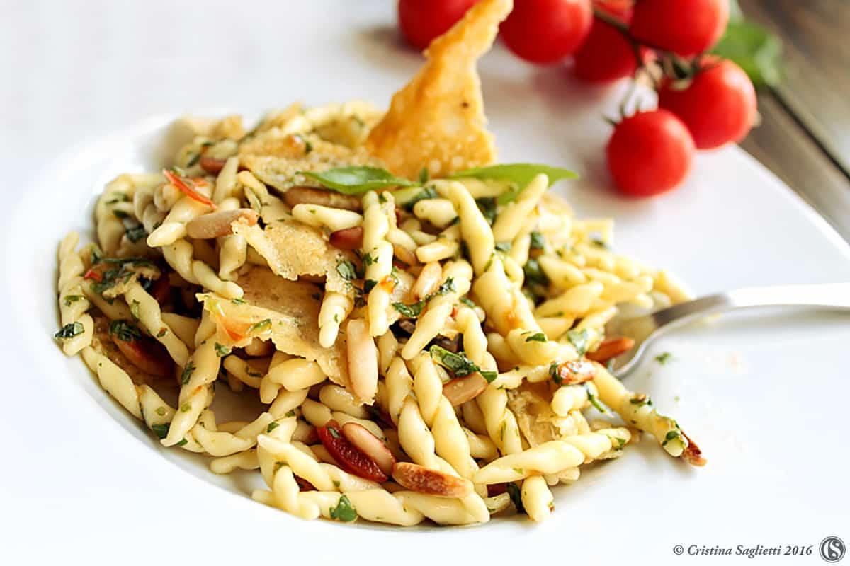 trofie-cialde-grana-croccante-pinoli-basilico-1-contemporaneo-food