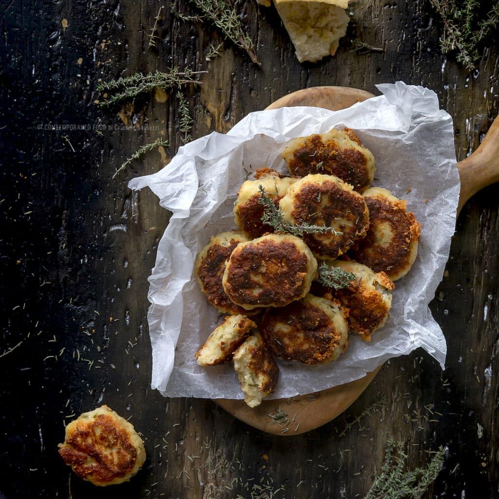 crocchette-pane-pecorino-timo-ricetta-facile-veloce-contemporaneo-food