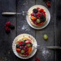 crostatine-crema-mascarpoen-yogurt-frutti-di-bosco-ricetta-dolce-facile-estate-contemporaneo-food