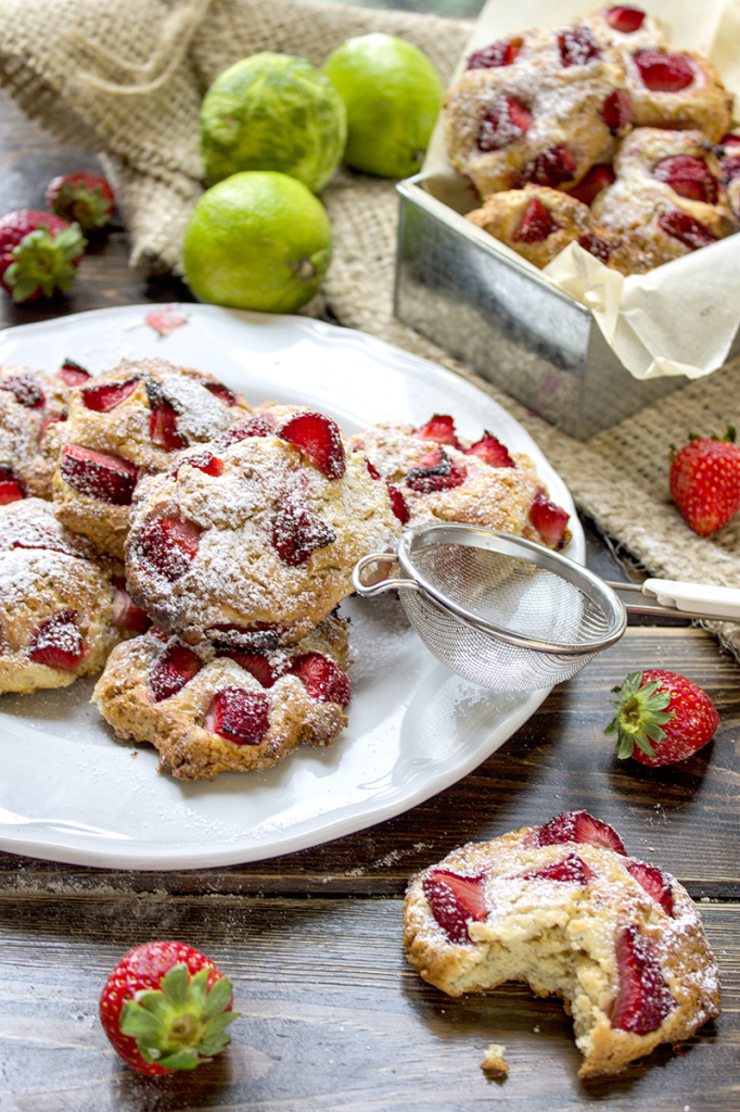 biscotti-con-le-fragole-dolci-contemporaneo-food