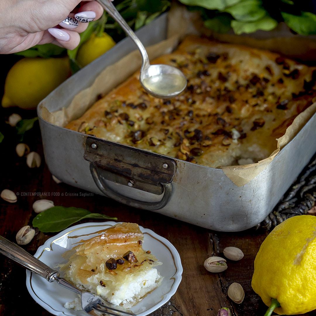 mutabbaq-ricetta-dolce-con-ricotta-sciroppo-al-limone-cucina-araba-facile-contemporaneo-food