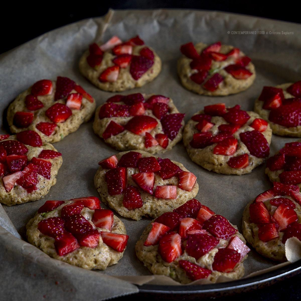 biscotti-morbidi-alle-fragole-e-semi-di-papavero-ricetta-facile-veloce-contemporaneo-food