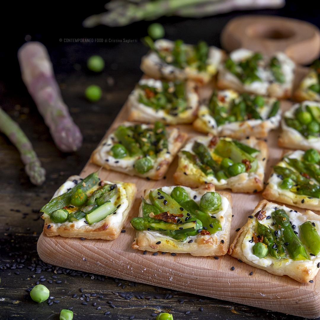 pizzette-di-sfoglia-con-cremoso-al-formaggio-asparagi-piselli-antipasto-sano-verdure-contemporaneo-food