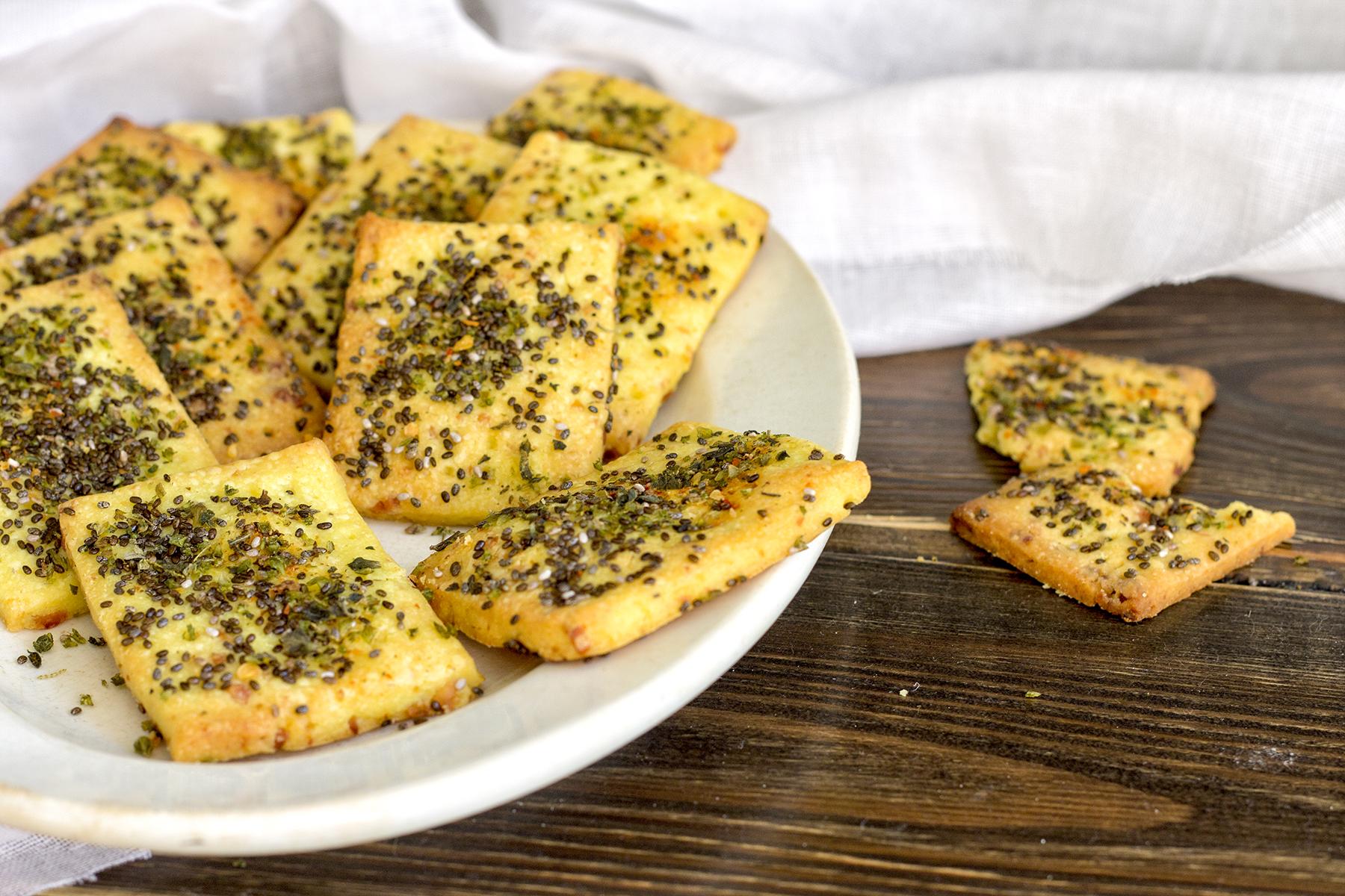 biscotti-salati-frolla-salata-crakers-friandises-finger-food-contemporaneo-food