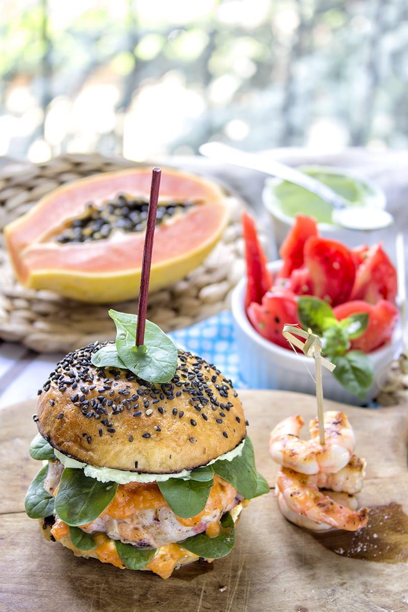 Hamburger Di Pesce Con Salsa Alla Papaya Crema Di Formaggio Al Wasabi E Spinacini Novelli