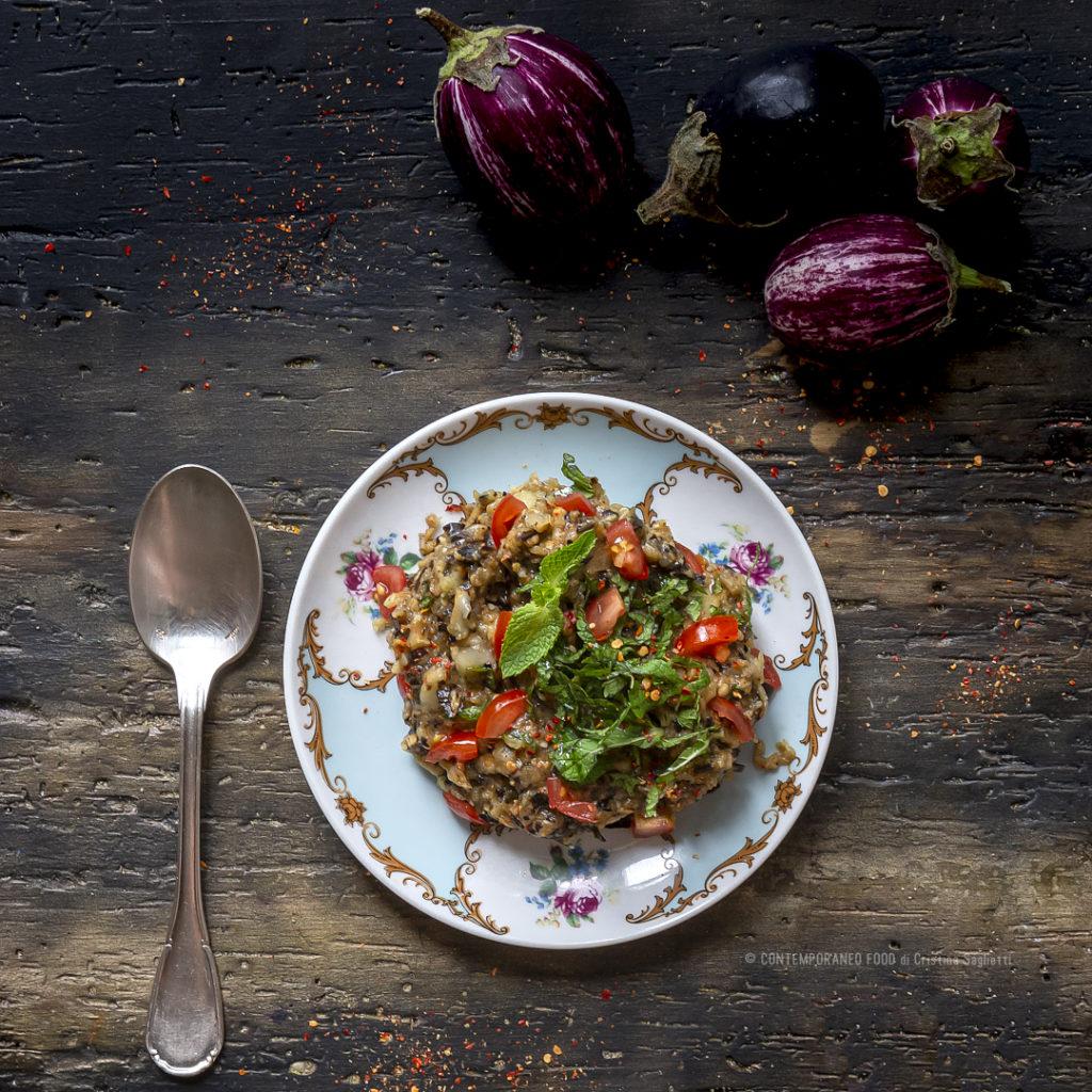 insalata-melanzane-affumicate-ricetta-estiva-facile-veloce-vegetariana-contemporaneo-food