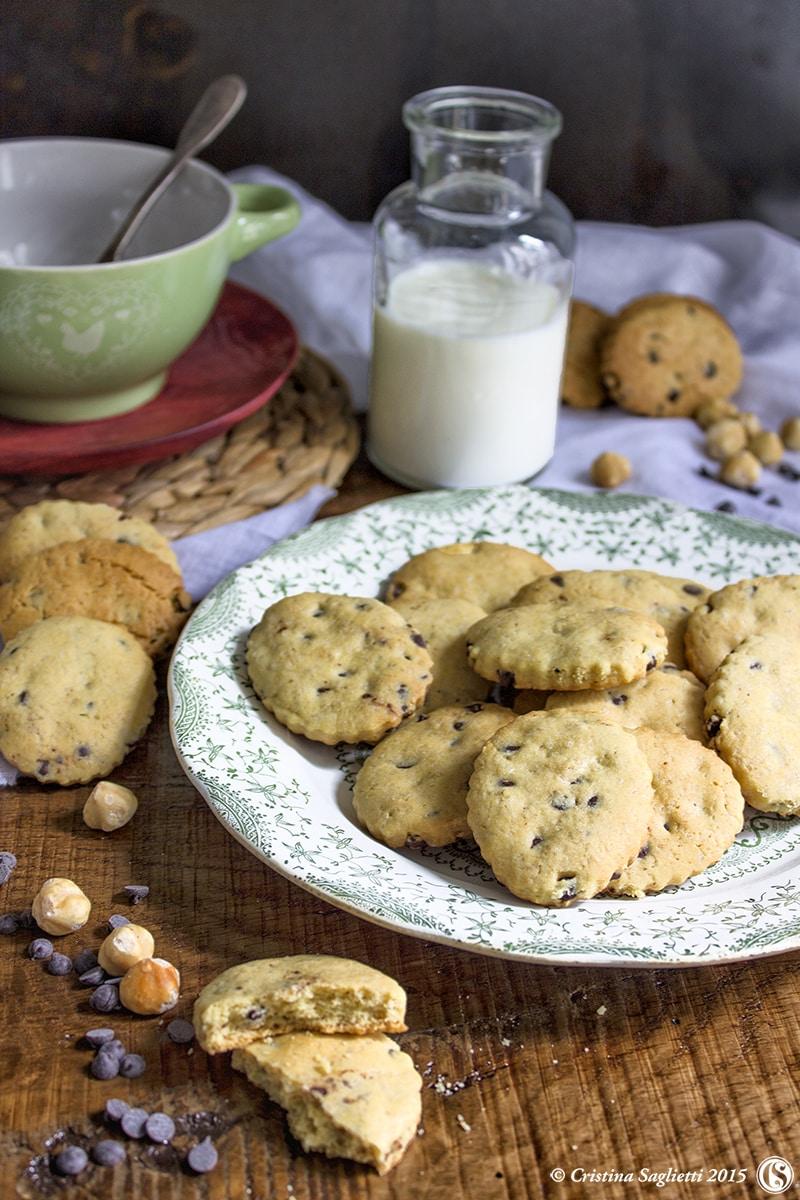 ricetta-biscotti-nocciole-gocce-cioccolato-colazione-contemporaneo-food