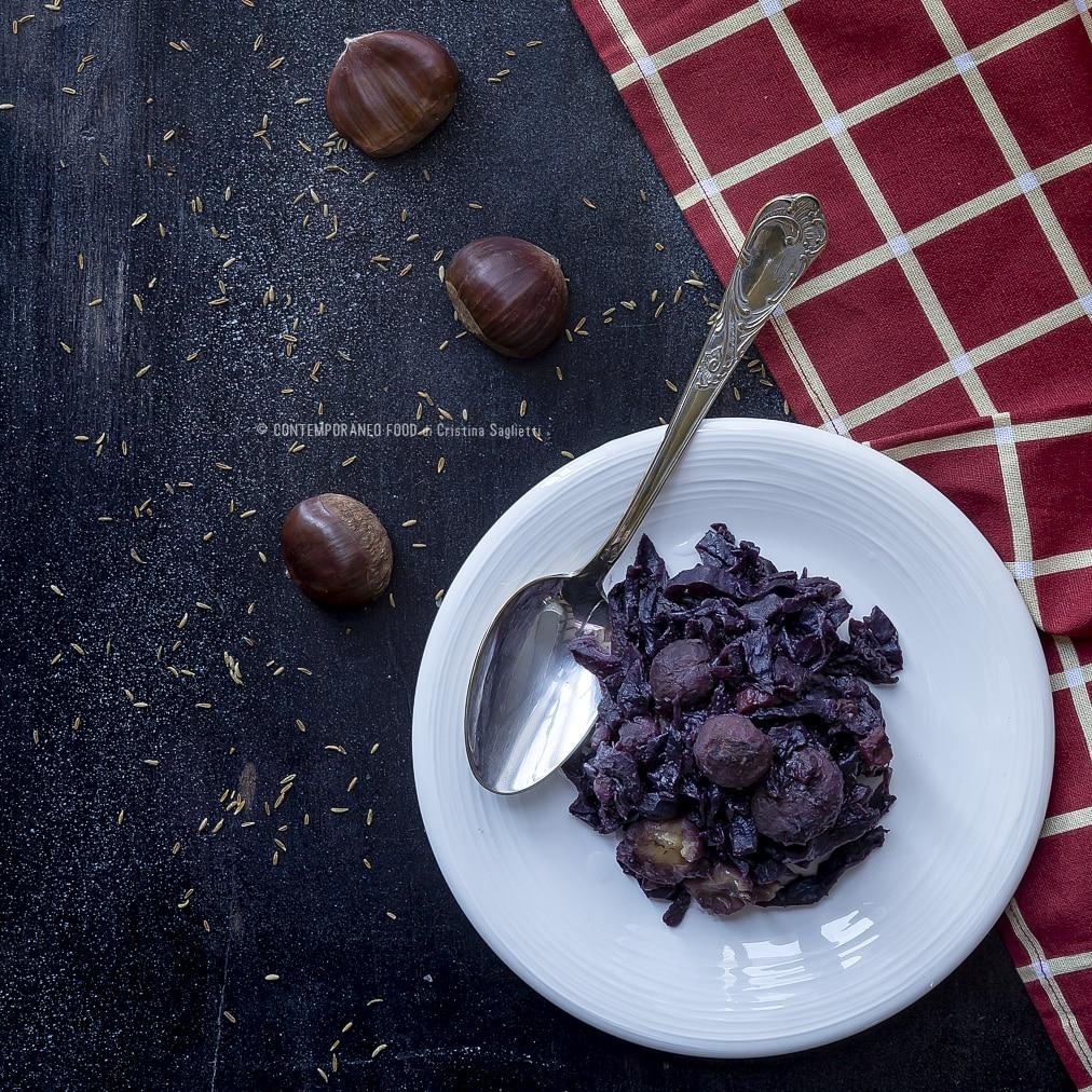 cavolo-rosso-al-vino-con-castagne-spezie-e-sciroppo-d'acero-ricetta-vegetariana-contorno-contemporaneo-food
