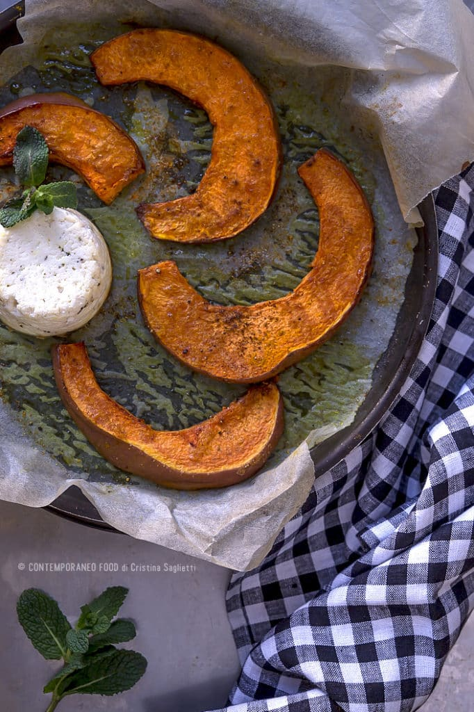zucca-al-forno-con-tortino-di-ricotta-alla-menta-e-peperoncino-ricetta-light-facile-light-contemporaneo-food