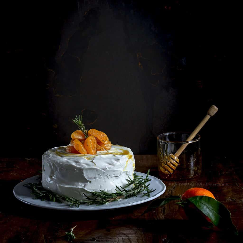 torta-di-natale-pan-di-spagna-al-te-rosmarino-spezie-mandarini-al-miele-crema-di-ricotta-ricetta-facile-contemporaneo-food