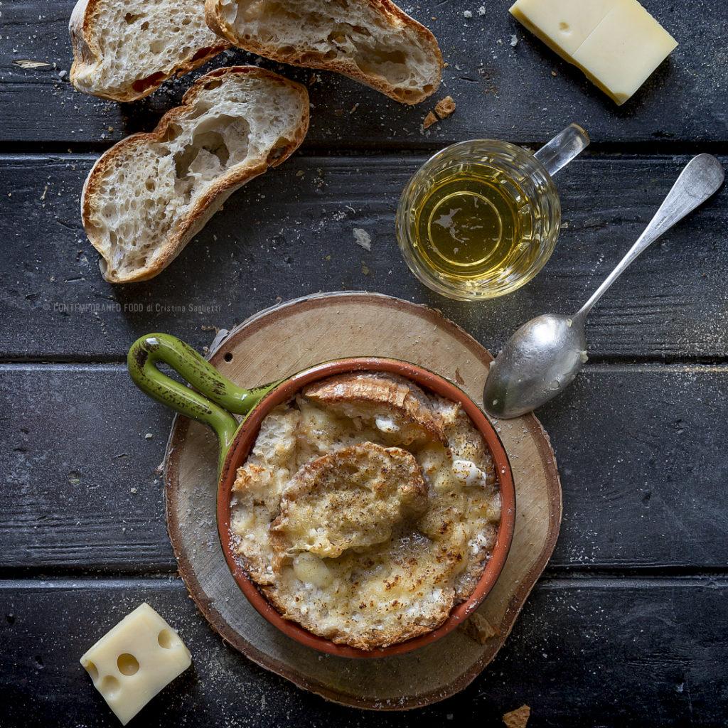 pasticcio-di-pane-al-forno-con-birra-e-formaggio-filante-ricette-facili-veloci-piatto-unico-contemporaneo-food