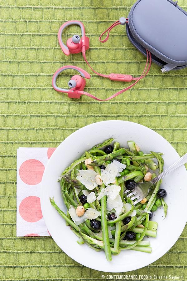 asparagi-fave-piselli-nocciole-mirtilli-insalata-ricetta-facile-contemporaneo-food