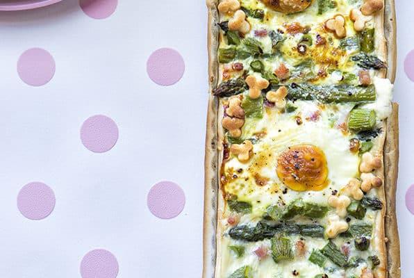 Ricetta Quiche Asparagi E Pancetta.Asparagi Uova E Pancetta In Versione Torta Salata Veloce