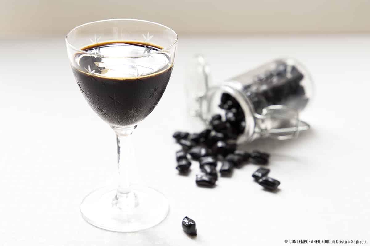 liquore-alla-liquirizia-ricetta-facile-veloce-contemporaneo-food