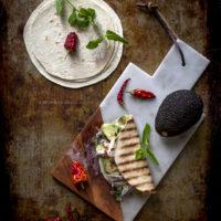 tortillas-mozzarella-di-bufala-affumicata-alici-marinate-avocado-menta-peperoncino-ricetta-estiva-facile-veloce-contemporaneo-food