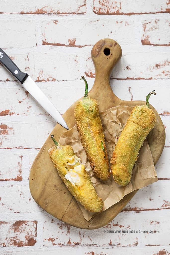 peperoni-fritti-ripieni-formaggio-ricetta-antipasti-finger-food-contemporaneo-food