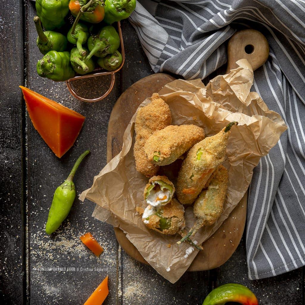 peperoni-verdi-friggitelli-fritti-ripieni-di-formaggio-ricetta-facile-veloce-antipasto-verdure-contemporaneo-food
