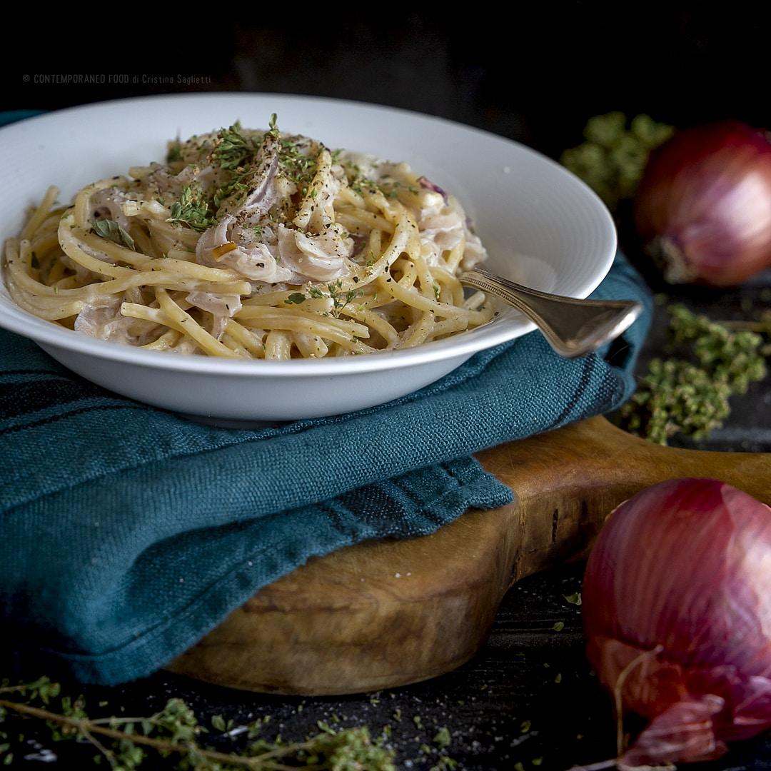 spaghetti-origano-cipolle-panna-parmigiano-ricetta-veloce-primo-facile-contemporaneo-food