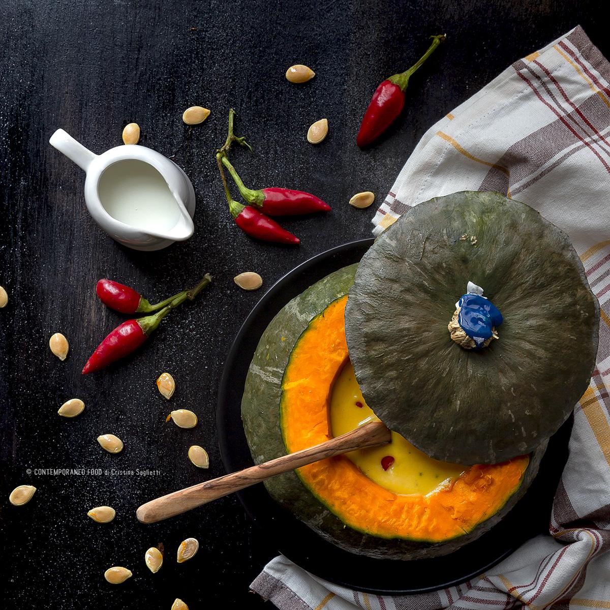vellutata-di-zucca-con-latte-di-cocco-peperoncino-alloro-ricetta-veloce-contemporaneo-food