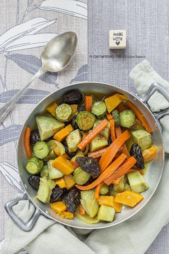 verdure-in-umido-con-spezie-miele-prugne-ricetta-vegetariana-facile-contemporaneo-food