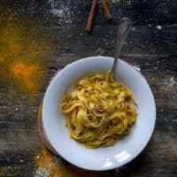 tagliatelle-alle-spezie-e-parmigiano-primo-ricetta-facile-veloce-light-contemporaneo-food