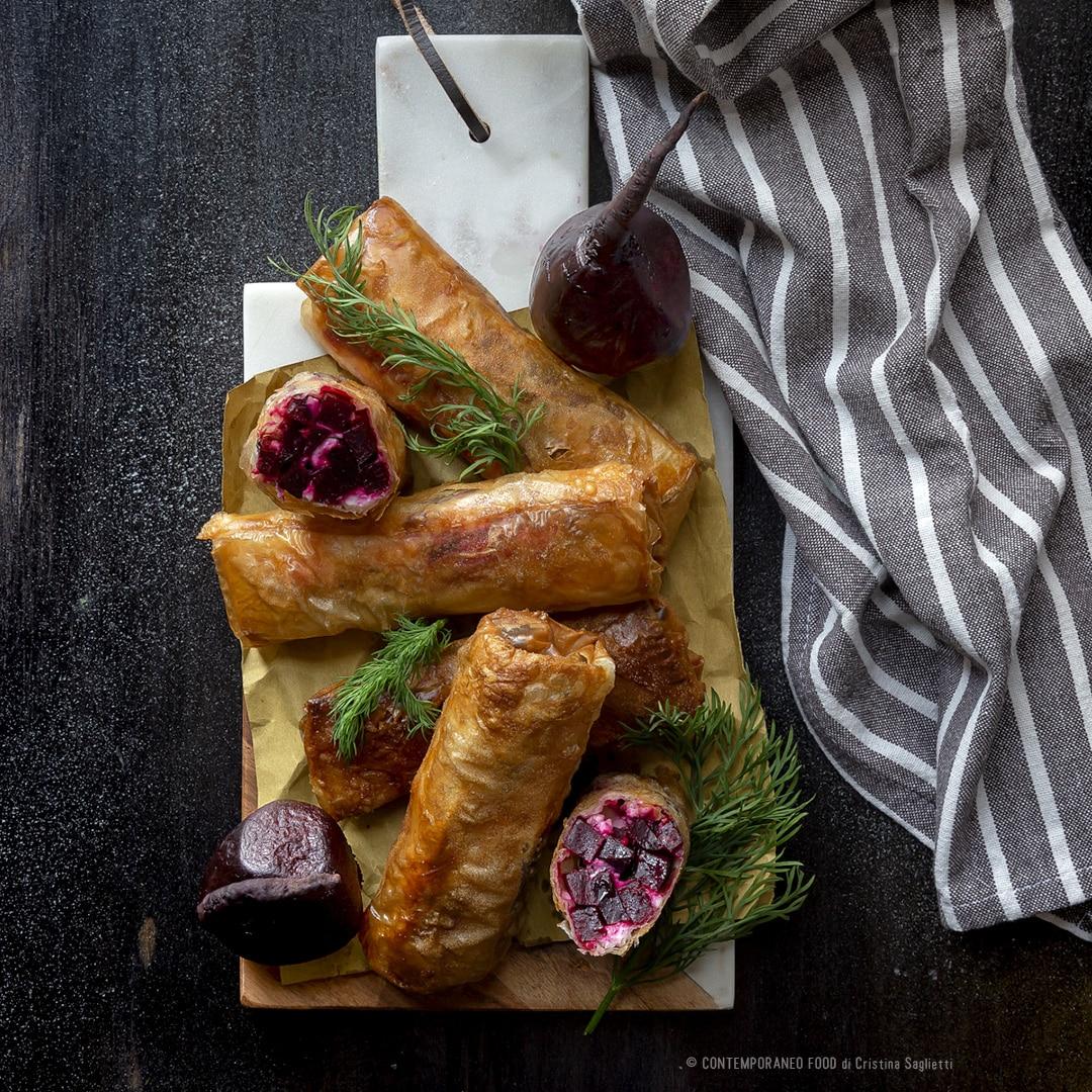 Fagottini di pasta Phillo con barbabietola, feta greca e noci