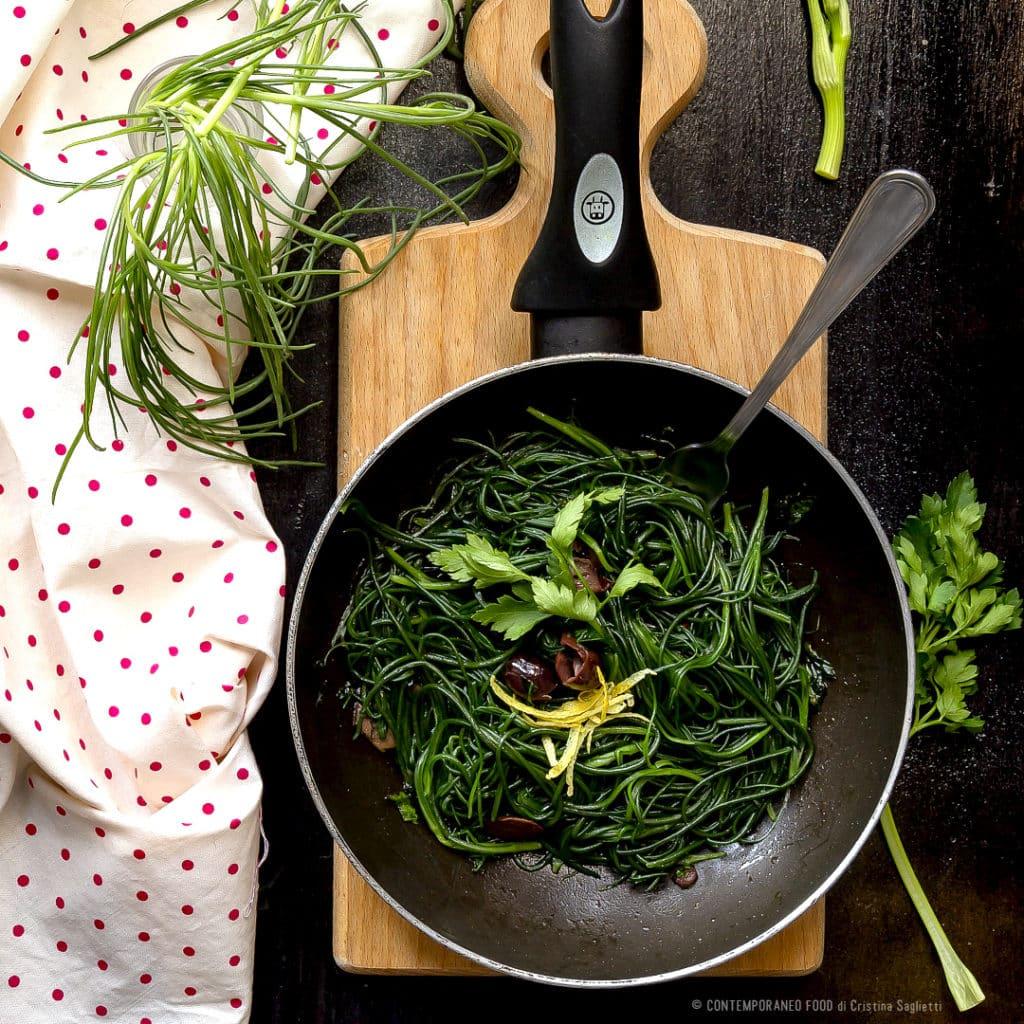 agretti-al-burro-con-olive-nere-limone-prezzemolo-contorno-ricetta-facile-barba-di-frate-contemporaneo-food