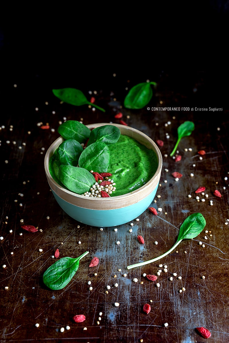 green-smoothie-bowl-spinaci-mango-avocado-ricetta-ricetta-light-dieta-contemporaneo-food