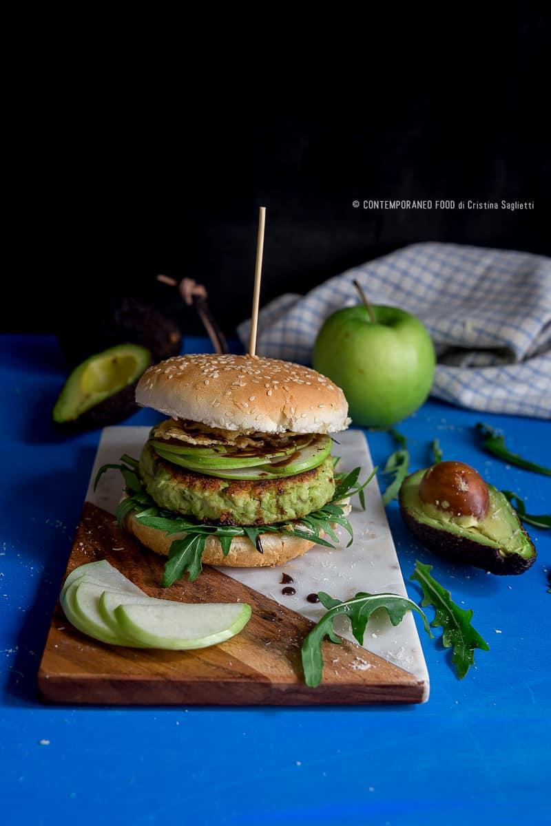 hamburger-di-avocado-tacchino-parmigiano-con-rucola-mela-verde-ricetta-facile-contemporaneo-food