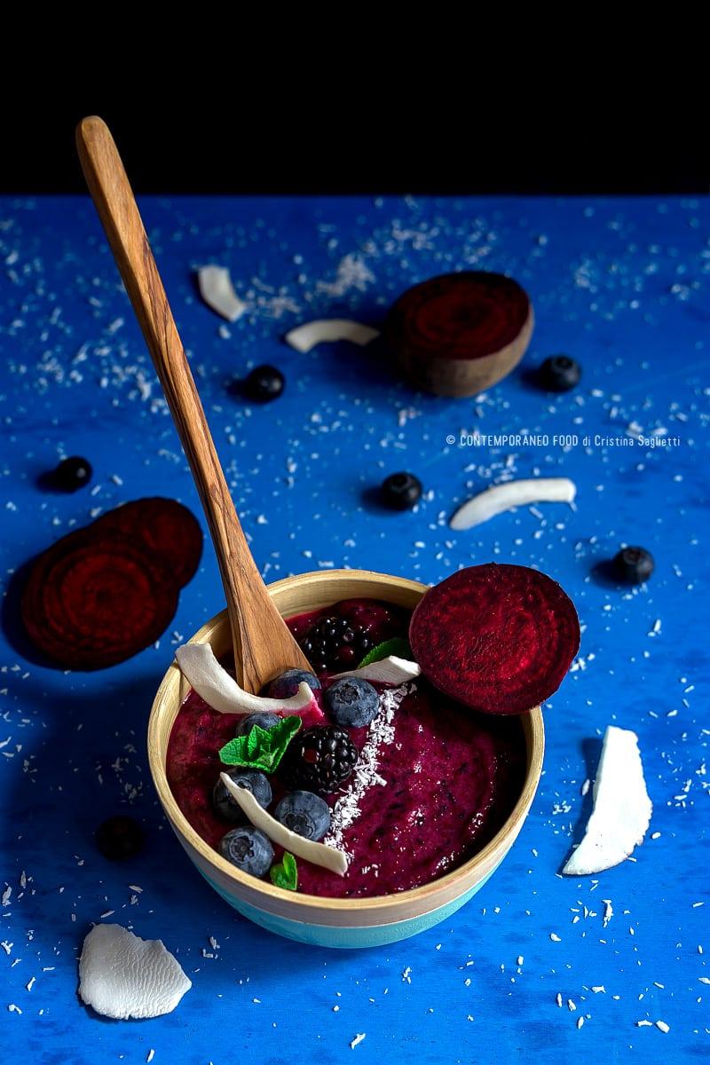 smoothie-bowl-mirtillo-barbabietola-banana-cocco-dieta-ricetta-light-facile-healthy-food-contemporaneo-food