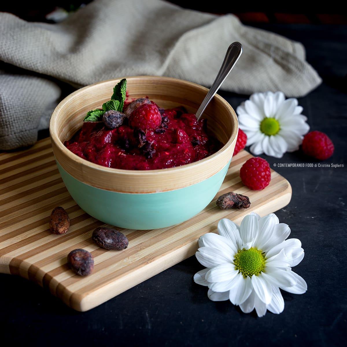 green-smoothie-bowl-barbabietola-lamponi-fave-di-cacao-dieta-ricetta-light-facile-ricetta-light-contemporaneo-food