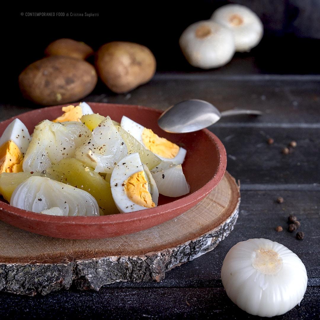 insalata-di-cipolle-bianche-primaverili-patate-uova-ricetta-vegetariana-facile-contemporaneo-food
