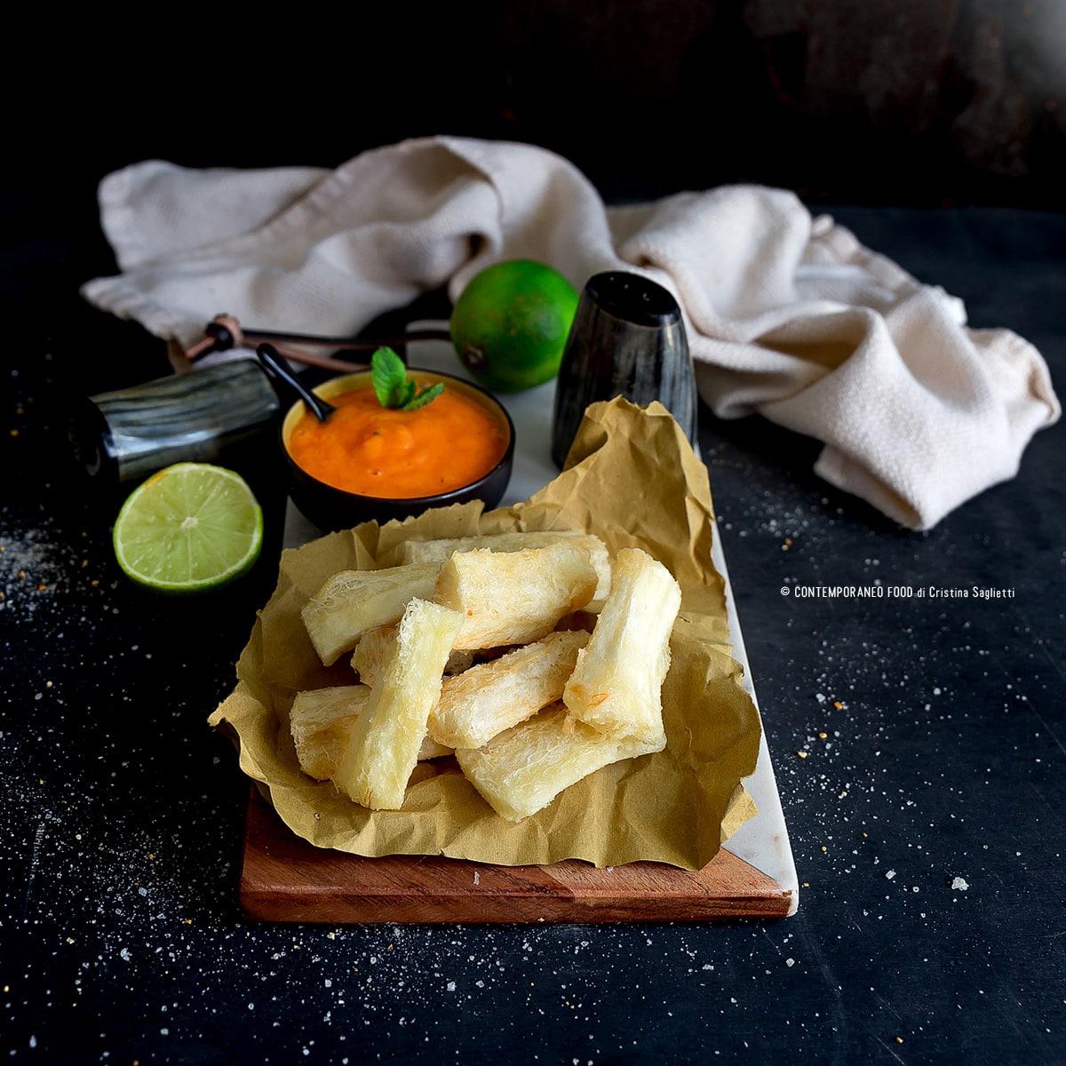 manioca-fritta-con-coulis-di-papaya-lime-ricetta-superfood-2018-aperitivo-facile-contemporaneo-food