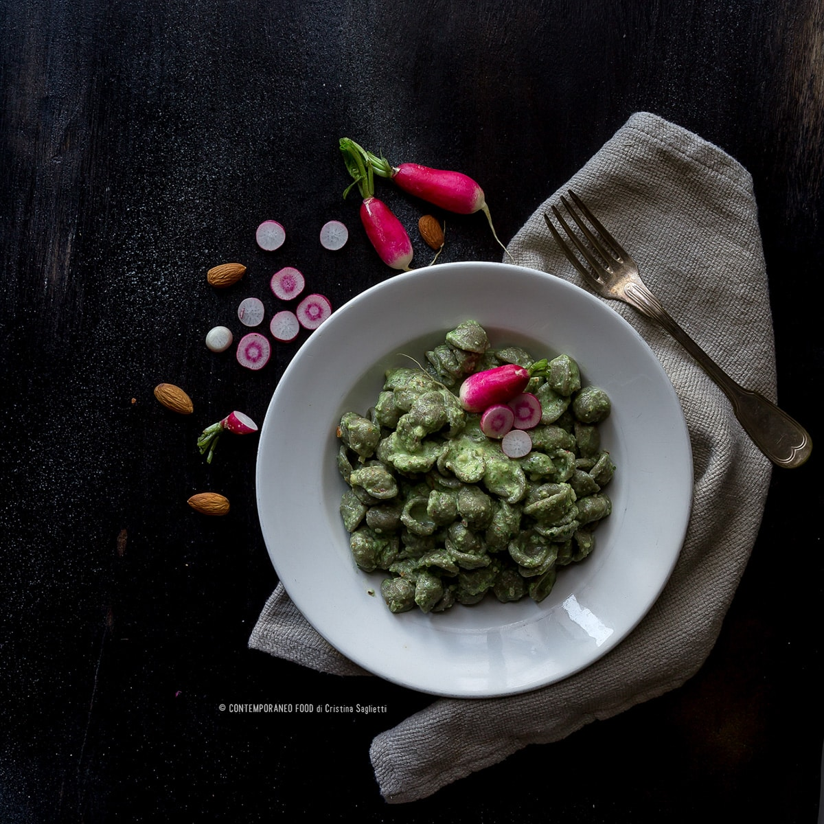 orecchiette-di-grano-arso-con-crema-di-foglie-di-rapanelli-ricetta-primi-last-minute-facile-contemporaneo-food
