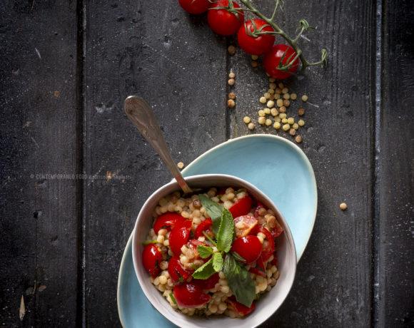 fregola-in-insalata-con-pachino-erbe-aromatiche-primo-estivo-vegetariano-contemporaneo-food